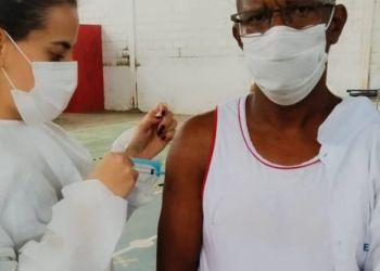 Pessoas de 40 anos serão vacinadas na segunda-feira (26/07); atenção para o local