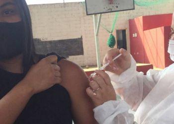 Cerca de 200 pessoas em Arcos não tomaram a vacina contra a Covid; Secretaria de Saúde vai imunizá-las sexta (17)