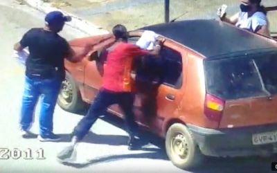 Vendedores ambulantes agridem cidadão e são presos pela PM em Arcos